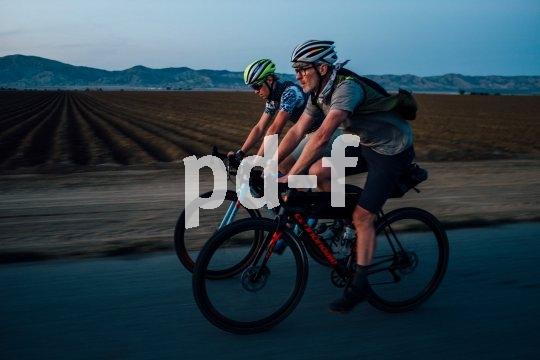 Gravel-Bikes wie diese Cannondale-Modelle erlauben es, mit dem Rennrad auch jenseits des Asphalts unterwegs zu sein. Mit geeigneten Rahmentaschen werden so spannende Touren möglich.