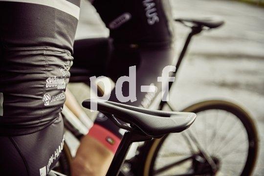 Sattelaussparungen vermindern Druckschmerzen in besonders empfindlichen Bereichen. Den engen Kontakt zwischen Podex und Fahrrad sollen sie nicht verhindern.