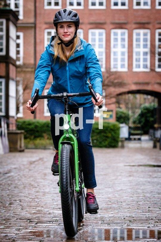"""Robust und schnell: Von Velotraum, dem Spezialisten für individuell konfigurierbare Fahrräder, kommt das """"Speedster SP2E"""", ein Reiserad mit Mittelmotor und elektronischer Schaltung. Räder und Bremsen stammen aus dem Mountainbike-Bereich."""