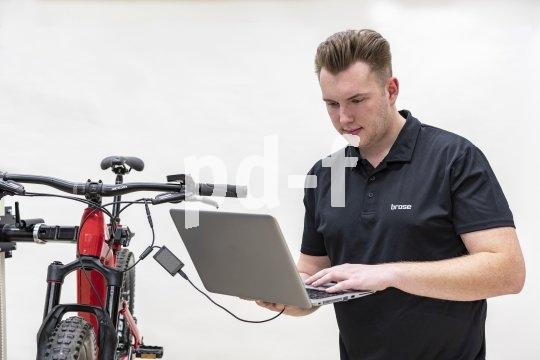 An die Motorsteuerung eines Pedelecs geht der Fachmann nicht mit dem Schraubenschlüssel, zumindest nicht, bevor er nicht alle elektronisch abrufbaren Informationen ausgelesen hat.
