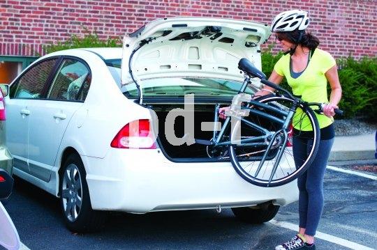 Rausholen, ausklappen, losfahren: Da, wo das Fahrrad Teil einer Mobilitätskette ist, sind Falträder klar im Vorteil.