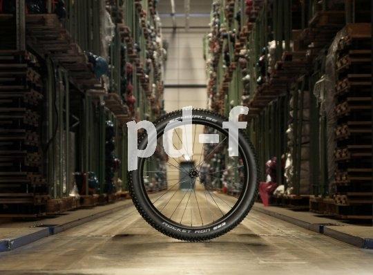Volle Lager: Der Run auf die neuen Mountainbike-Laufradgrößen hat die Nachfrage bezüglich passender Reifen ordentlich angekurbelt.