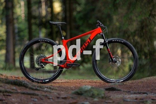 """Hersteller Ghost hat ein neues Geometriekonzept namens """"Super Fit"""" entwickelt, das für besonders komfortabel und passgenaue Bikes sorgen soll: Hier das """"Nirwana Tour Advanced"""" für den täglichen Sport und die Wochenendtour."""