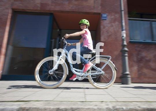 Auch Jugendräder sind inzwischen im angesagten Retro-Look erhältlich. Natürlich sind sie mit modernster Technik ausgestattet, so mit einer sicheren Lichtanlage.
