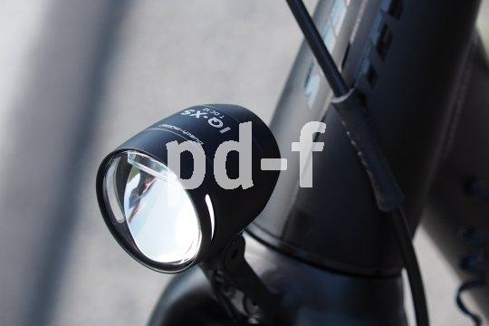LED-Beleuchtung ist der Stand der Technik auch am Fahrrad. Fürt besonders gute Ausleuchtung ohne dabei zu blenden sorgt die indirekte Lichtquelle an Scheinwerfern vom Hersteller Busch & Müller.