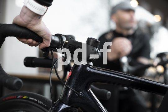 Klein und schön, und ganz schön laut: Die Fahrradklingel Oi Luxe von Knog gibt es in zwei Größen und drei Farben (silver/rose/black)