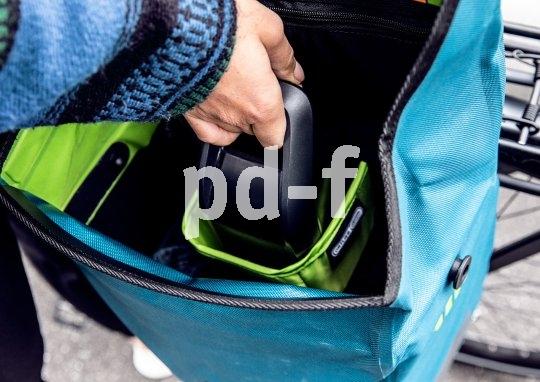 """Die Fahrradtasche """"E-Mate"""" wurde von Hersteller Ortlieb speziell für das Mitführen von Ersatzakkus beim E-Bike konzipiert. Im Zentrum befindet sich ein gepolstertes Akkufach, rundherum ist Platz für das Tagesgepäck."""