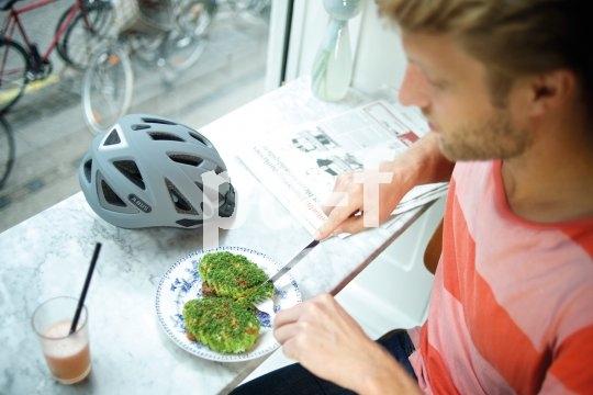Bewusst leben, bewusst Rad fahren - der Helm gehört dazu.