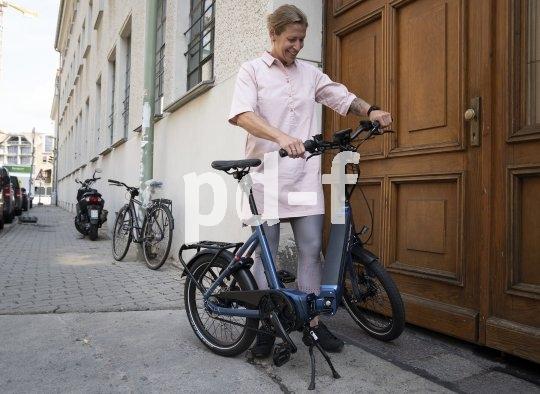 """Faltbar, wendig und elektrisch - das ab 2020 erhältliche """"Upstreet 2"""" des schweizerischen E-Bike-Spezialisten Flyer findet überall Platz und lässt sich gut transportieren."""