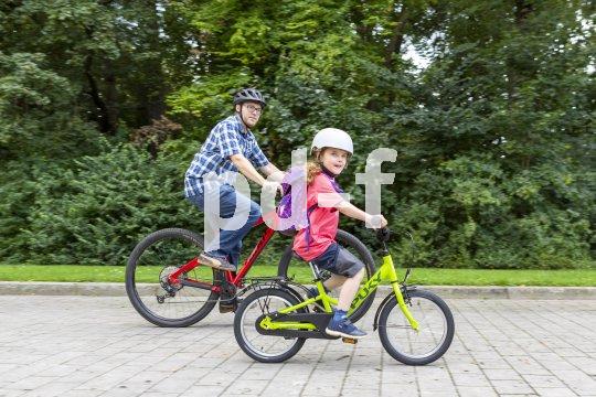 Ist das Kinderrad leicht, gut eingestellt und gewartet, macht das Mitfahren mit den Größeren gleich doppelt soviel Spaß.
