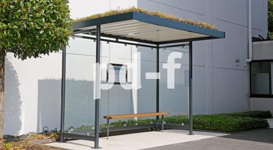 Die Firma Walter Solbach Metallbau bietet Firmen wie auch Kommunen begrünbare und solarenergetisierbare Überdachungen an, die etwa als Buswartehäuschen oder Fahrrad-Abstellanlagen nutzbar sind.