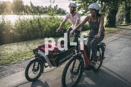 Lastenräder sind gute Tourenbegleiter: Einkäufe oder Picknick-Equipment lassen sich darin transportieren.