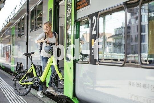 Kompaktbikes sind für den begrenzten Platz im städtischen Bereich gedacht. Das gilt auch für Kompakt-Pedelecs wie dieses der Marke Flyer.