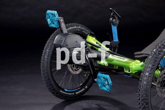 Mit Motorunterstützung und entsprechender Traktion durch geeignete Reifen ist ein Liege-Trike auch jenseits des Asphalts ein echter Brenner.