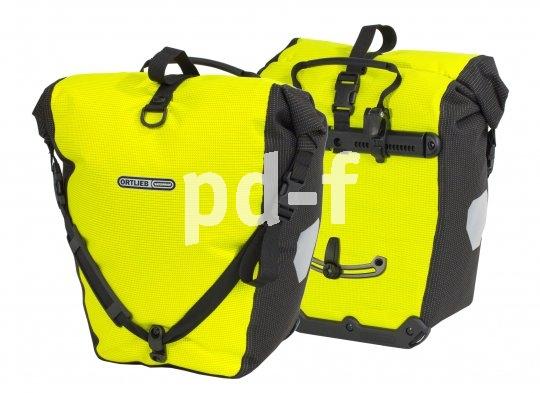 Mit auffälliger Farbe und einem speziellen reflektierenden Material machen sich diese Gepäcktaschen mit Rollverschluss um die passive Sicherheit verdient.