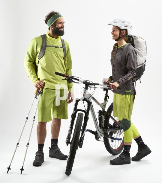 Mit hochwertiger und den spezifischen Belastungen angepasster Kleidung macht jeder Sport gleich doppelt soviel Spaß. Atmungsaktivität, Wind- und Regenschutz und geringe Flatterneigung sind auf dem Fahrrad immer von Vorteil.