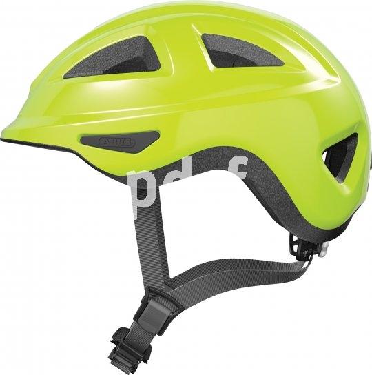 Helme für die Kleinsten müssen besonders durchdacht sein. Dieses Modell von Abus ist hinten extra flach. So wird der kleine Kopf durch die Rückenlehne im Kindersitz nicht so weit nach vorn gedrückt.