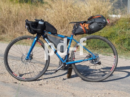 Lenkerrolle, Rahmentasche und Satteltasche gehöhren zur Grundausstattung eines Bikepacking-Sets.