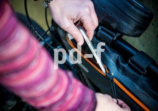 Mit Rahmentaschen lassen sich wichtige Dinge direkt am Rad verstauen.