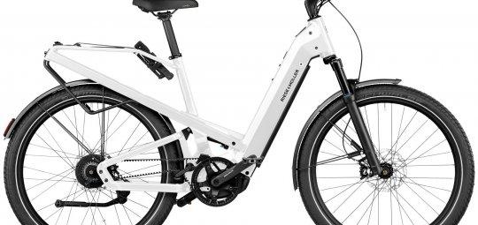 """Das vollgefederte City-E-Bike """"Homage GT Vario"""" (6.099 Euro, Riese & Müller, verfügbar) besticht neben Fahrkomfort und praktischen Finessen durch sein markantes Design."""