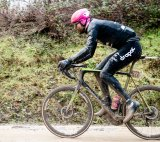 """Auf Schotterstraßen wie z. B. den legendären """"strade bianche"""" der Toskana, aber auch auf jedem anderen lockeren Untergrund sind Gravel-Bikes oder Cyclocross-Modelle dem klassischen Rennrad gegenüber im Vorteil."""