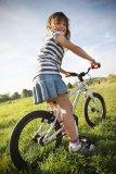 Ein Kinderfahrrad muss gut auf die Größe des Kindes einstellbar sein. Wenn es richtig passt, lernen Kinder das Fahren schnell und können bald sicher mit dem Zweirad umgehen. Dieses Modell von Early Rider nutzt einen wartungsarmen Riemen statt der herkömmlichen Kette.
