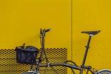 Dieser praktische Gepäckkorb passt ideal an das Brompton-Faltrad. Er muss zum Falten nicht einmal abgenommen werden.