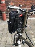 Speziell für Nutzer des Brompton-Faltrades ist diese Rucksack/Packtaschen-Kombination aus Recycling-Material gedacht. Das Hauptfach bietet 10 l Stauraum, Seitentaschen gibt es auch.