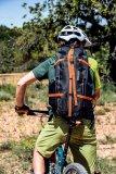 """Speziell für Frauen konzipiert ist das Rucksackmodell """"Atrack ST"""" von Ortlieb. Träger und Hüftflossen sind auf die weibliche Anatomie zugeschnitten, die Rückenlänge lässt sich an kürzere Oberkörper anpassen. Gepolsterte Hüftgurte und eine atmungsaktive Rückenauflage erhöhen den Tragekomfort."""