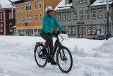 Mit den richtigen Reifen ist auch Schnee per Rad prima befahrbar. Profil muss schon sein.