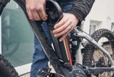 Ein Akku kann zum Aufladen meist einfach aus dem Rahmen entnommen werden.