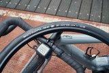 """Rennräder mit E-Unterstützung stellen besondere Anforderungen an Grip, Pannenschutz und Haltbarkeit ihrer Reifen. Der """"E-One"""" von Reifenspezialist Schwalbe wurde speziell für diese Bedingungen konstruiert; auch für S-Pedelecs ist er geeignet."""