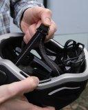 Die Qualität eines Fahrradhelmes zeigt sich auch am Gurtsystem. Je fummeliger desto lästiger im Alltag.