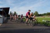 Zusammen mit den Fahrern der Tuspo Weende dreht Johannes Staudinger ein paar Runden auf der Radbahn.