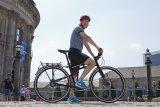 Mehr Klapp- als Faltrad ist dieses Exemplar, dessen Fahreigenschaften dank großer Laufräder denen eines normalen Trekkingbikes entsprechen.