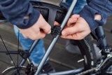 """Gravelbikes und Cyclocross-Räder brauchen einen Spritzschutz, wenn Wetter und Gelände es verlangen. Aber nicht, wenn die Sonne scheint! Spezialist SKS bietet mit dem """"Speedrocker"""" ein leicht an- und abmontierbares Set für alle Breitreifen-Rennräder."""