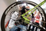 Die Umstellung auf Scheibenbremsen an Rennrädern dürfte dazu führen, dass Carbonfelgen noch leichter werden.