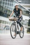 """Schnell, wendig, belastbar und vielseitig - so soll ein E-Bike für den Citybereich sein. Für diese Vorgaben bietet Riese & Müller das Modell Roadster Mixte an und spricht dabei von einer """"Stadtrakete""""."""