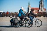 Ob Packtasche, ob Anhänger, ob Sommer oder Winter: Das Fahrrad selbst ist das minimalistische Zentrum, das mit unterschiedlichsten Komponenten an (fast) alle Herausforderungen angepasst werden kann.