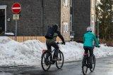 """Vorteil Fahrrad: Fürs Auto gilt hier """"Durchfahrt verboten"""". Für Radfahrer:innen ist sie frei."""