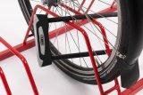 Aufgepasst beim Anschließen: Wenn nur das Vorderrad gesichert ist, muss ein Fahrraddieb einfach nur den Schnellspanner öffnen und kann den Rest des Fahrrades davontragen.