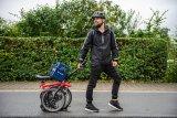 Für das Prompton-Faltrad gibt es einen passenden Gepäckkorb, der auch beim gefalteten Rad nicht im Weg ist.