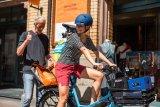 Da passt doch noch was drauf.. So ein kleines Lastrad mit elektrischer Unterstützung ist die Antowrt auf viele Transportfragen im städtischen Alltag.