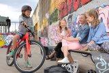 Mit dem Fahrrad los und Freunde treffen - das ist immer noch vielfach der Einstieg in die individuelle Mobilität. Radfahren ist eben auch wichtig für das Sozialleben.