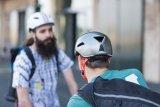 Auch die coolen Vielfahrer im städtischen Umfeld halten nichts davon, ohne Helm aufs Rad zu steigen. Auf Style achten sie beim Kopfschutz dabei sehr.