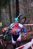 Auf Tragepassagen kann man während eines Cyclocross-Rennens wertvolle Sekunden gut machen.