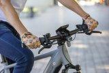 Schick, bunt und sinnvoll für die wärmere Saison: Kurzfingerhandschuhe des australischen Herstellers Pedal Palms.