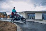 """Urbane Mobilität auf zwei Rädern: Ein E-Lastenrad mit Vollfederung, auf dessen Ladefläche auch eine Kindertransporteinheit inklusive Verdeck unterzubringen ist, gibt es z.B. von Riese und Müller (Modell """"Load 60"""")."""
