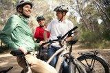 Ein großer Vorteil von E-Bikes ist, dass sie Leistungsunterschiede ausgleichen können. So kommen alle entspannt und gemeinsam voran.