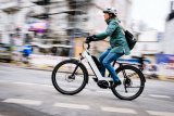 """Ein Stadt- und Touren-Pedelec mit tiefem Durchstieg und klarem Design ist das """"Nevo GT"""" von Hersteller Riese und Müller. Es ist mit einem Bosch-Mittelmotor ausgerüstet und in verschiedenen Ausstattungsvarianten zu bekommen."""
